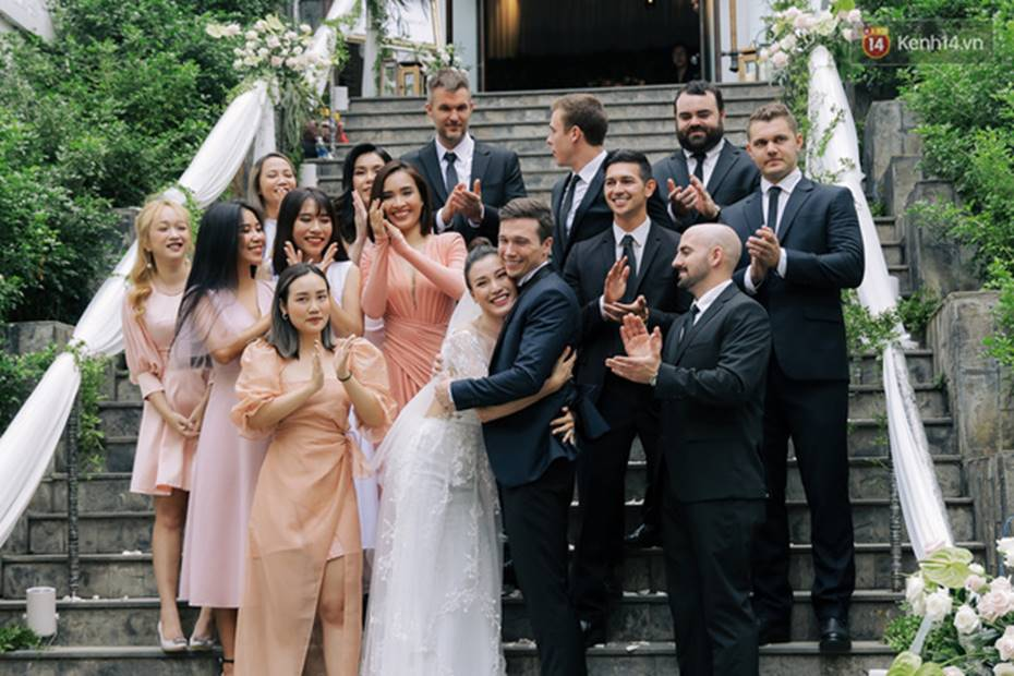 Ngọt lịm tim với loạt khoảnh khắc của MC Hoàng Oanh và chồng Tây: Từ nụ hôn đến cái ôm chặt cũng tình đáng ghen tỵ-6