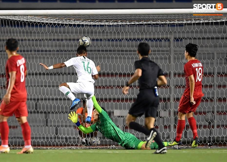 U22 Việt Nam 2-1 U22 Indonesia: Siêu phẩm của Hoàng Đức mang lại bàn thắng ở phút bù giờ!!-4
