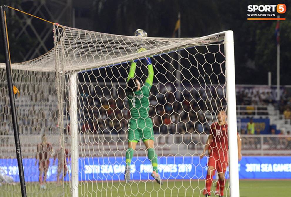 U22 Việt Nam 2-1 U22 Indonesia: Siêu phẩm của Hoàng Đức mang lại bàn thắng ở phút bù giờ!!-6