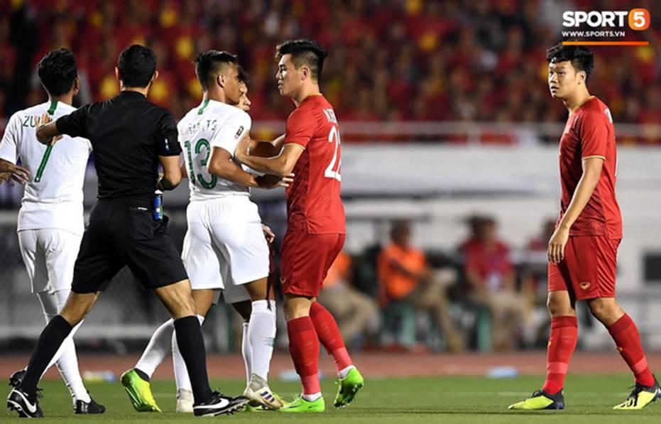 U22 Việt Nam 2-1 U22 Indonesia: Siêu phẩm của Hoàng Đức mang lại bàn thắng ở phút bù giờ!!-9