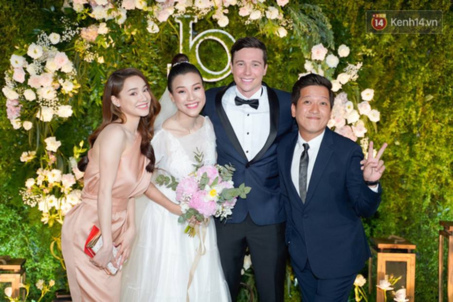 Nhã Phương sánh đôi với Trường Giang, cùng dàn sao Vbiz tới chung vui trong đám cưới Hoàng Oanh-3