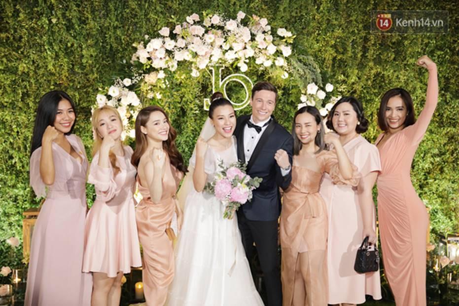 Nhã Phương sánh đôi với Trường Giang, cùng dàn sao Vbiz tới chung vui trong đám cưới Hoàng Oanh-4