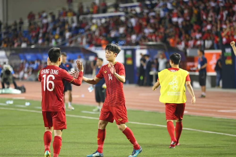 Lội ngược dòng ngoạn mục, thầy trò HLV Park Hang-seo thẳng tiến đến chức vô địch-4