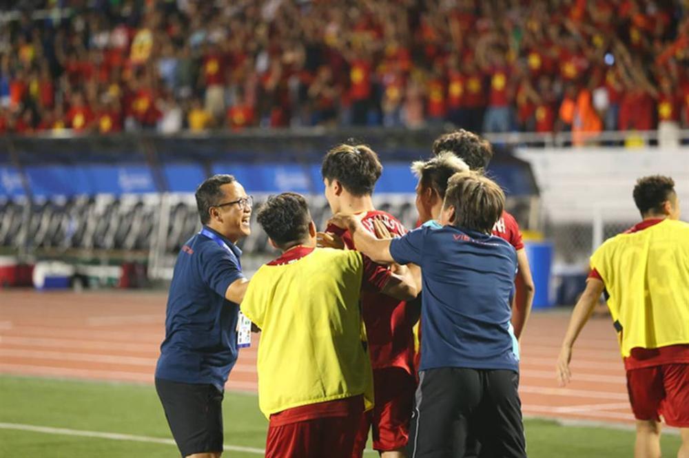 Lội ngược dòng ngoạn mục, thầy trò HLV Park Hang-seo thẳng tiến đến chức vô địch-5