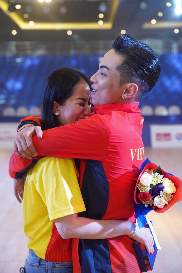 Phan Hiển chính thức giành HCV tại Seagames 30, Khánh Thi lập tức òa khóc nức nở, ôm chầm lấy chồng vì quá hạnh phúc!-3