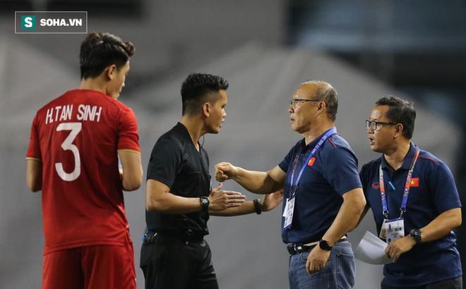 HLV Lê Thụy Hải: Tôi ngạc nhiên vì sao ông Park lại thay đổi thủ môn và hàng phòng ngự-1