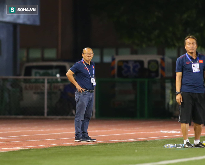 HLV Lê Thụy Hải: Tôi ngạc nhiên vì sao ông Park lại thay đổi thủ môn và hàng phòng ngự-2