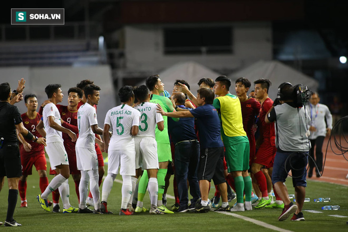 HLV Lê Thụy Hải: Tôi ngạc nhiên vì sao ông Park lại thay đổi thủ môn và hàng phòng ngự-5
