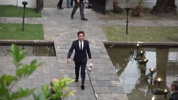 Vì một hành động trong đám cưới Hoàng Oanh, Trường Giang được khen ngợi là ông chồng chiều vợ nhất showbiz Việt-1