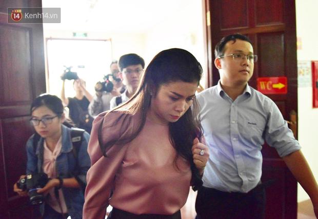 Phúc thẩm vụ ly hôn nghìn tỷ tại cà phê Trung Nguyên: Sau nhiều lần xin hoãn, bà Lê Hoàng Diệp Thảo vừa đến tòa đã đề nghị thay đổi HĐXX?-4