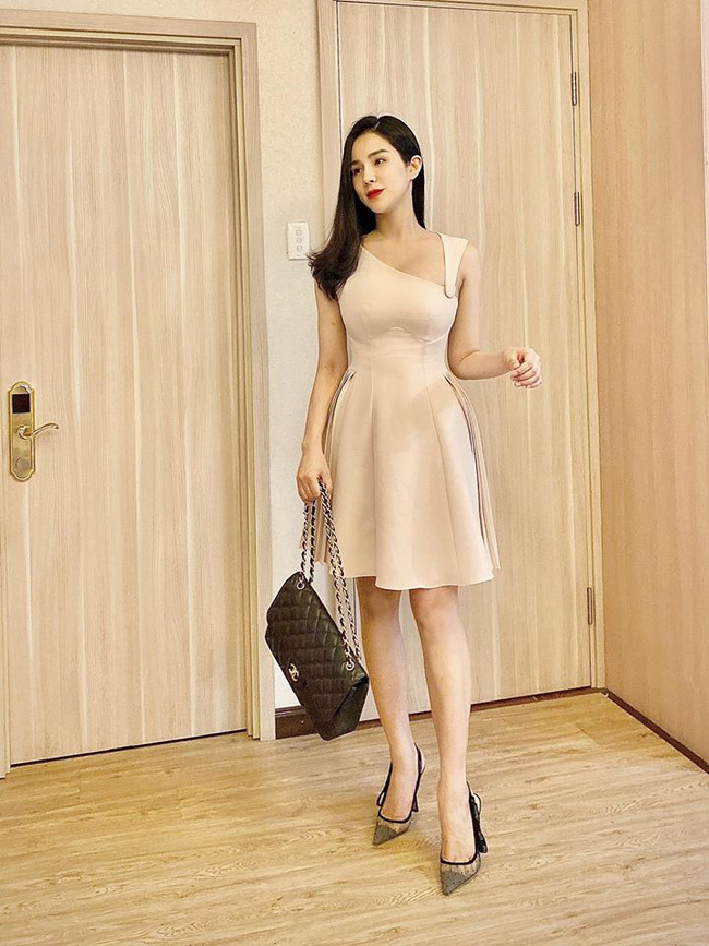 Tròn 1 tháng sau sinh, Diệp Lâm Anh diện váy ôm sát vòng eo gọn đến ngỡ ngàng-1