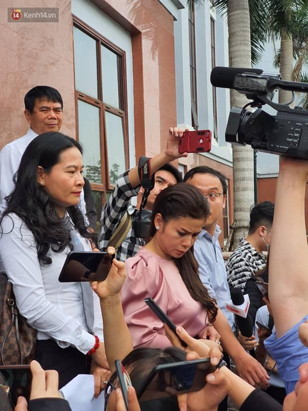 Xin đổi thẩm phán không thành, bà Lê Hoàng Diệp Thảo rưng rưng: Cả 5 mẹ con tôi van xin HĐXX xem xét để chúng tôi có cơ hội đoàn tụ, chăm sóc sức khỏe cho chồng-11