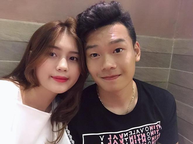 Trung vệ Thành Chung và chuyện tình 3 năm bên bạn gái 10X-2