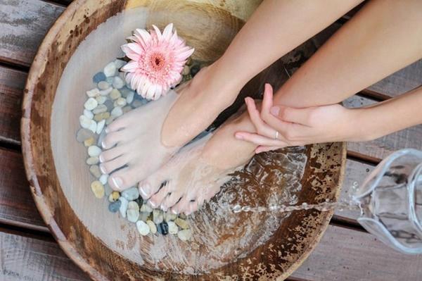 Ngâm chân vào mùa đông rất tốt cho sức khỏe nhưng 4 nhóm người này phải tránh xa kẻo gây hại cho cơ thể-2