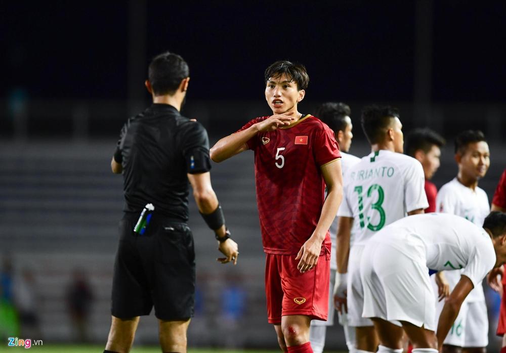 HLV Park kéo học trò ra khỏi cuộc lộn xộn với U22 Indonesia-7