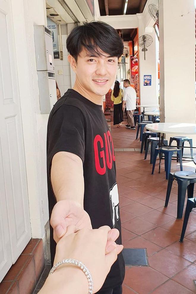 Ghen tị với khoảnh khắc vợ chồng Đông Nhi - Ông Cao Thắng nắm chặt tay, bên nhau cực tình giữa trời thu Hà Nội-4