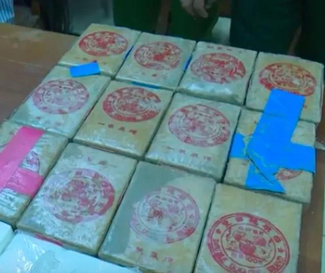 Hàng chục bánh heroin có chữ Trung Quốc trôi dạt vào biển: Dân nhặt được tưởng... bánh kẹo-3