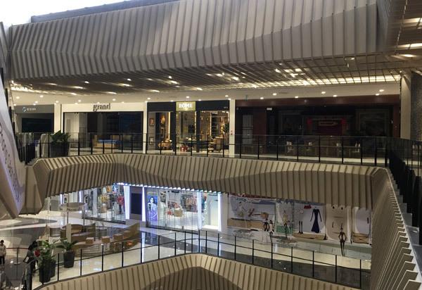 Thất vọng Aeon Mall Hà Đông, khai trương rồi hàng đóng cửa im lìm-9