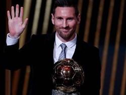 Vượt Ronaldo, Lionel Messi giành danh hiệu Quả bóng vàng 2019