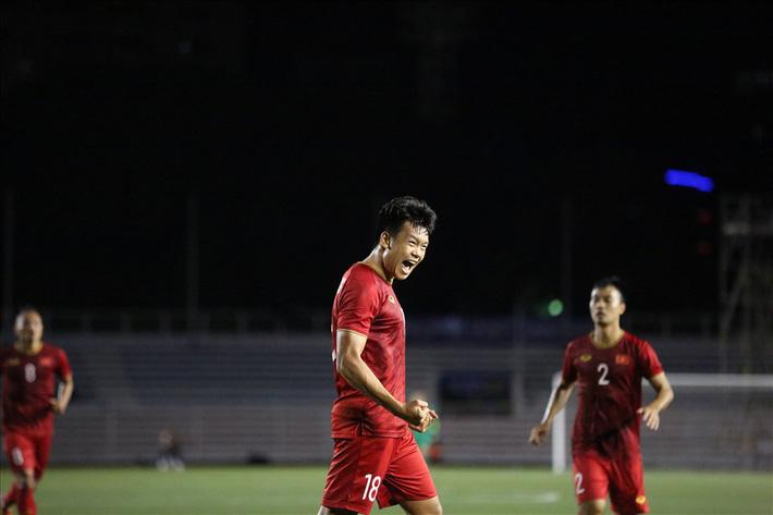 Đội tuyển U22 Việt Nam vẫn thi đấu với Singapore dù siêu bão Kammuri đổ bộ-1