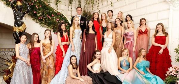 Đêm tiệc giới siêu giàu gây chú ý với màn ra mắt của 19 tiểu thư lá ngọc cành vàng, nổi bật nhất lại là cô gái châu Á này-2