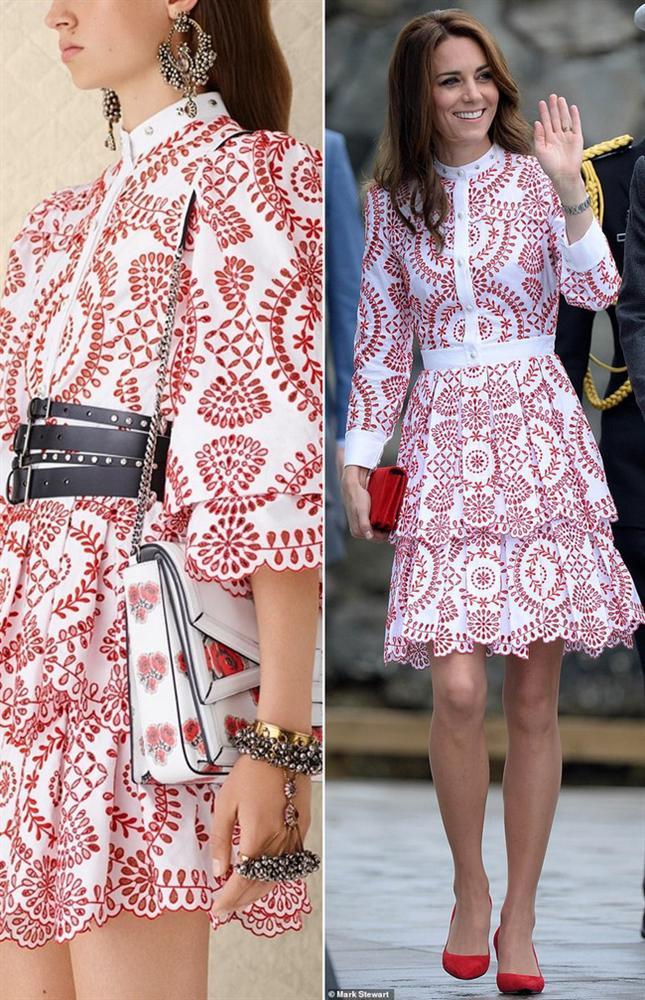 Để không hớ hênh khi mặc váy hở ngực, Công nương Kate khéo léo chỉnh sửa lại thiết kế trước khi diện-7