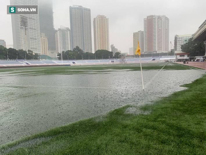 Sân bóng SEA Games ngập sũng nước trước giờ G, tiềm ẩn nguy cơ lớn cho U22 Việt Nam-2