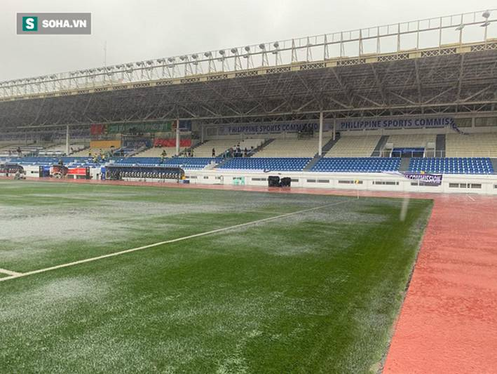 Sân bóng SEA Games ngập sũng nước trước giờ G, tiềm ẩn nguy cơ lớn cho U22 Việt Nam-3