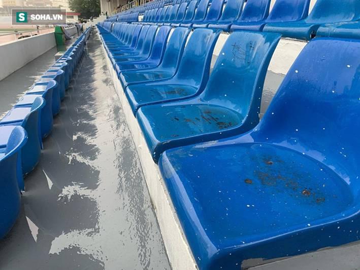 Sân bóng SEA Games ngập sũng nước trước giờ G, tiềm ẩn nguy cơ lớn cho U22 Việt Nam-7
