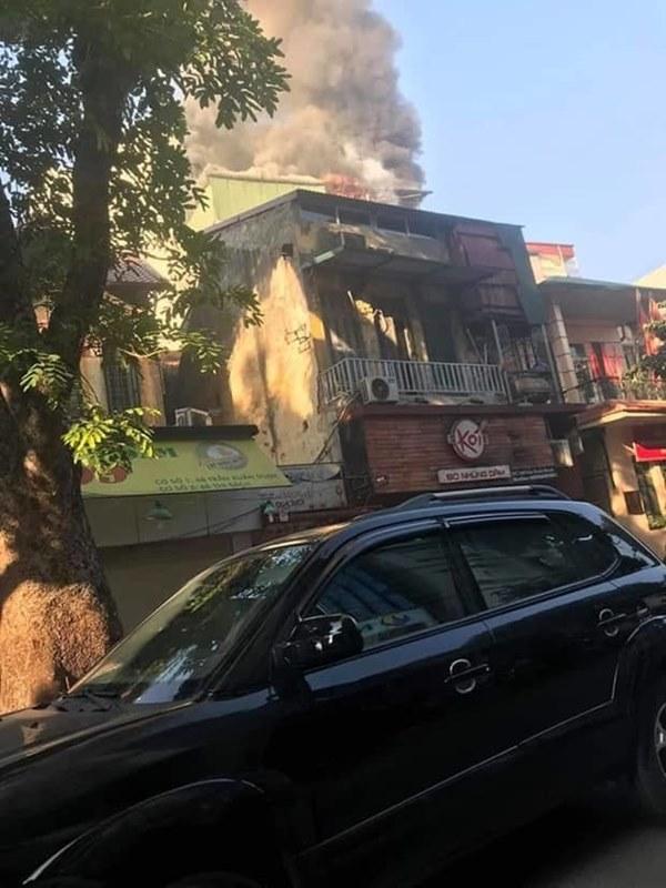 Cháy lớn quán karaoke sắp khai trương trên phố Thi Sách-6