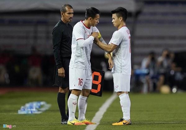 Quang Hải bị đau rời sân sau gần 20 phút gặp Singapore-7
