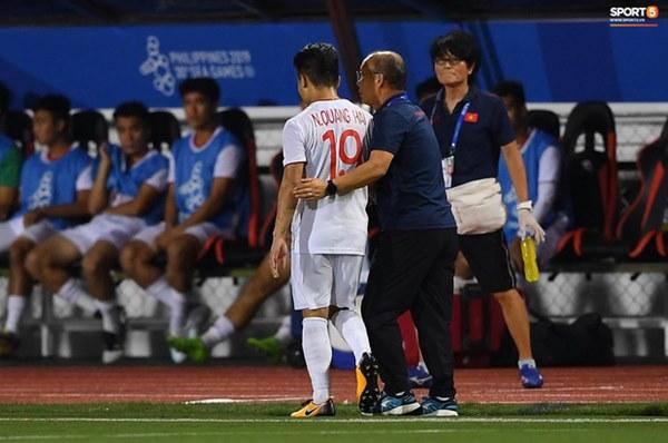 Tìm ra Info cầu thủ Singapore va chạm khiến Quang Hải đau đớn rời sân sớm: Chiều cao khủng hơn cả Văn Hậu, có bố là HLV trưởng của đội-4