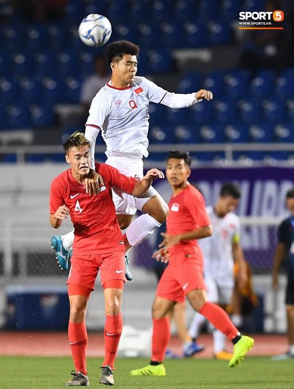 Chùm ảnh đẹp những pha không chiến của Việt Nam ở trận thắng kịch tính Singapore-1