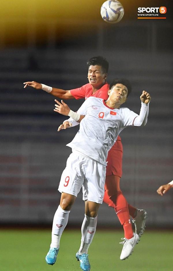 Chùm ảnh đẹp những pha không chiến của Việt Nam ở trận thắng kịch tính Singapore-2
