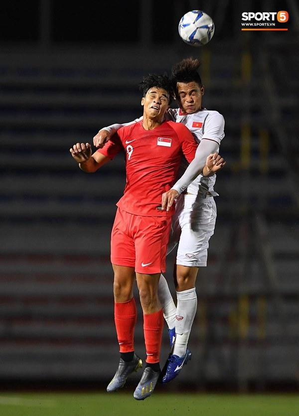 Chùm ảnh đẹp những pha không chiến của Việt Nam ở trận thắng kịch tính Singapore-6