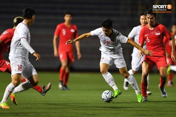 Chùm ảnh đẹp những pha không chiến của Việt Nam ở trận thắng kịch tính Singapore-7