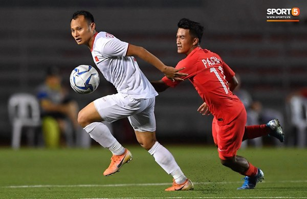 Chùm ảnh đẹp những pha không chiến của Việt Nam ở trận thắng kịch tính Singapore-8