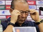 HLV Park ăn mừng cảm xúc sau bàn thắng của Đức Chinh-1
