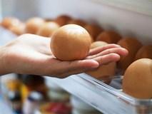 Tại sao không nên để trứng ở cánh cửa tủ lạnh