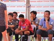 U22 Thái Lan vào sân trong lúc 6 cầu thủ U22 Việt Nam đang tập