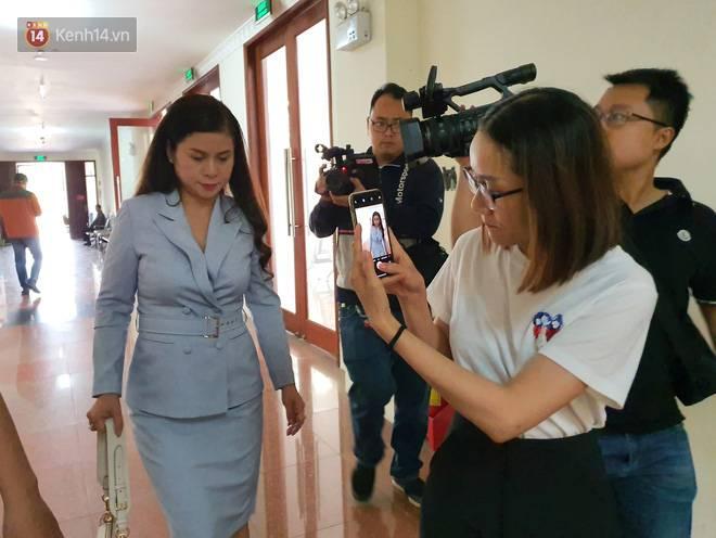 Bà Thảo tiếp tục nói HĐXX đang xử ép, ông Vũ chia sẻ: Nếu đúng luật cha mẹ qua phải 50% lận, cô ấy nói giống như chồng mình đi ở đợ-10