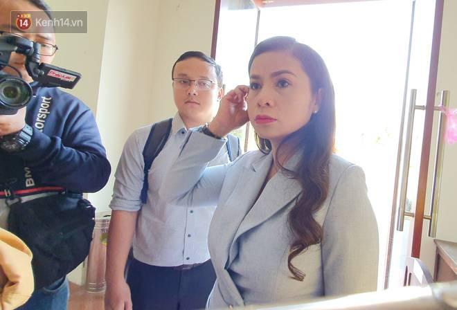 Bà Thảo tiếp tục nói HĐXX đang xử ép, ông Vũ chia sẻ: Nếu đúng luật cha mẹ qua phải 50% lận, cô ấy nói giống như chồng mình đi ở đợ-11