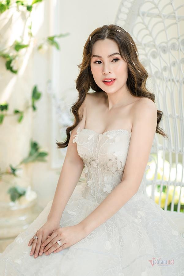 Hoa hậu Phương Lê diện áo cưới sexy dù đã sinh ba con-3