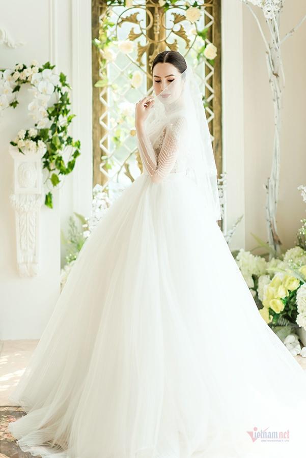 Hoa hậu Phương Lê diện áo cưới sexy dù đã sinh ba con-5