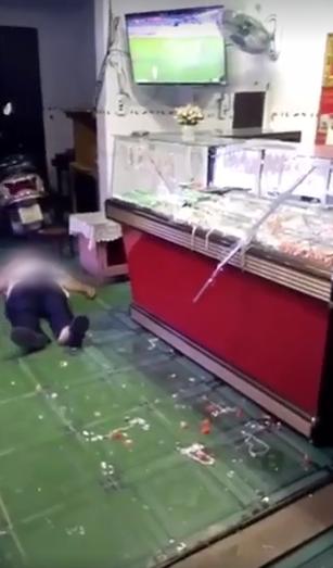 Vụ 2 vợ chồng già trông tiệm vàng bị cướp tấn công khi đang xem bóng đá, cụ ông bị đâm gục tại chỗ: Đã bắt được nghi phạm gây án-2