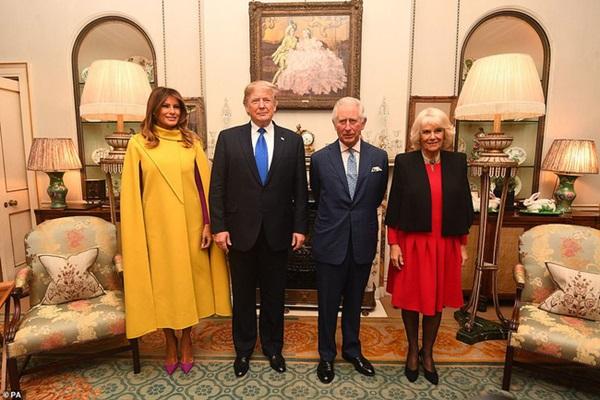 """Diện váy 30 triệu đồng, Công nương Kate cân"""" cả Hoàng gia Anh, đọ sắc với Đệ nhất phu nhân Mỹ-1"""