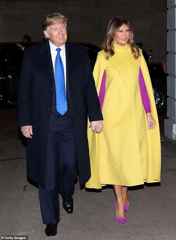 """Diện váy 30 triệu đồng, Công nương Kate cân"""" cả Hoàng gia Anh, đọ sắc với Đệ nhất phu nhân Mỹ-2"""