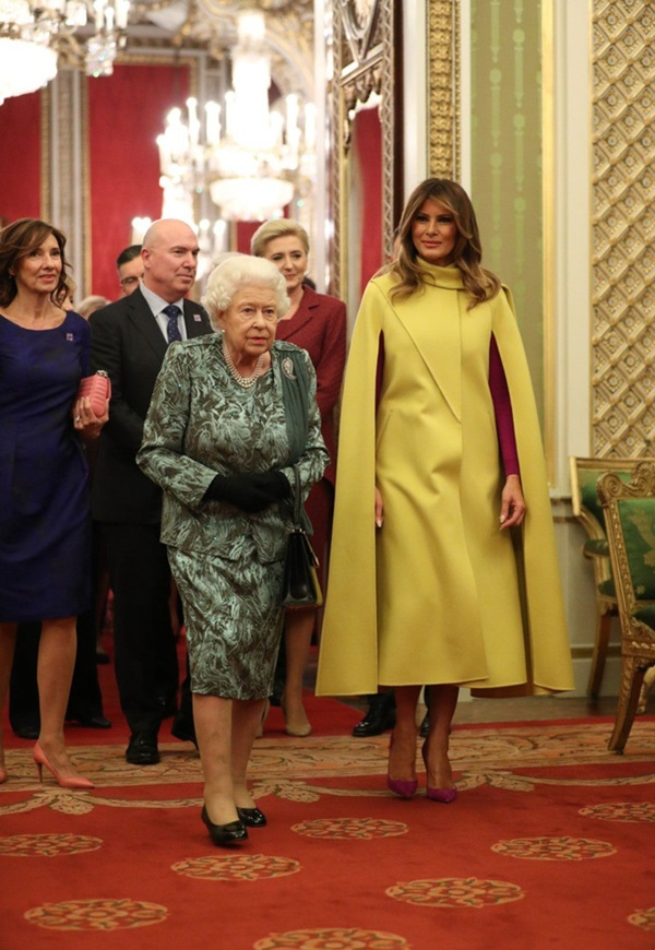 """Diện váy 30 triệu đồng, Công nương Kate cân"""" cả Hoàng gia Anh, đọ sắc với Đệ nhất phu nhân Mỹ-3"""