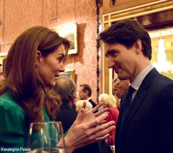 """Diện váy 30 triệu đồng, Công nương Kate cân"""" cả Hoàng gia Anh, đọ sắc với Đệ nhất phu nhân Mỹ-7"""