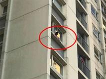 Hình ảnh bé gái ngồi vắt vẻo ngoài ban công tầng 6 chung cư khiến nhiều người kinh hãi